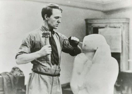 Procesos-escultura-desbastando-mármol