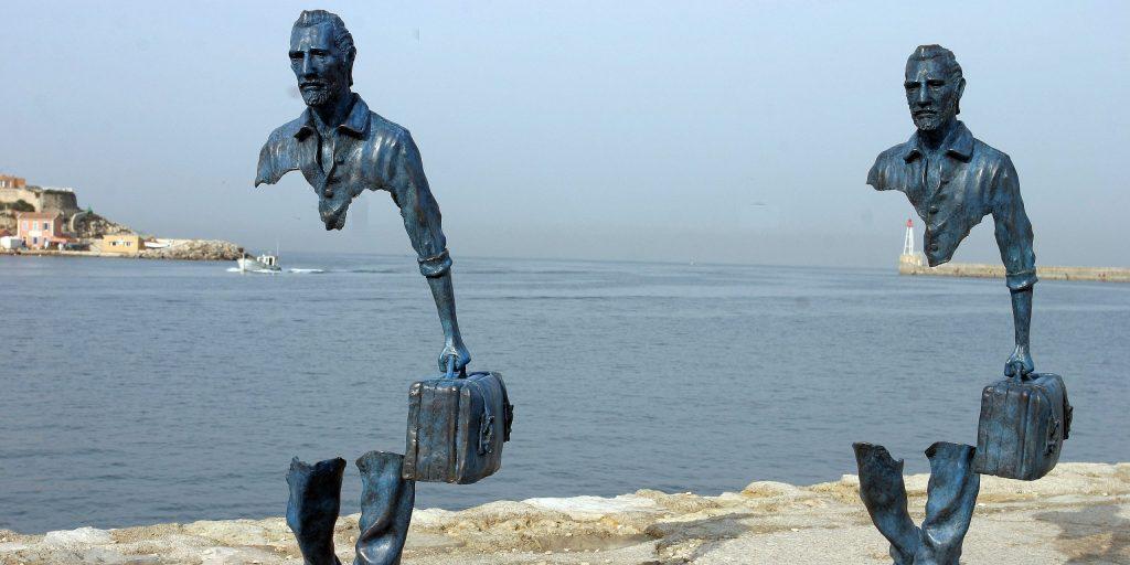 escultura-los-viajeros